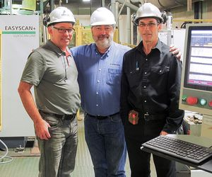 Satisfied management: Production Director Alain Mignault and Quality Manager Daniel Tremblay, delighted with their wood recovery, with Thierry Labetoulle from Luxscan (center)
